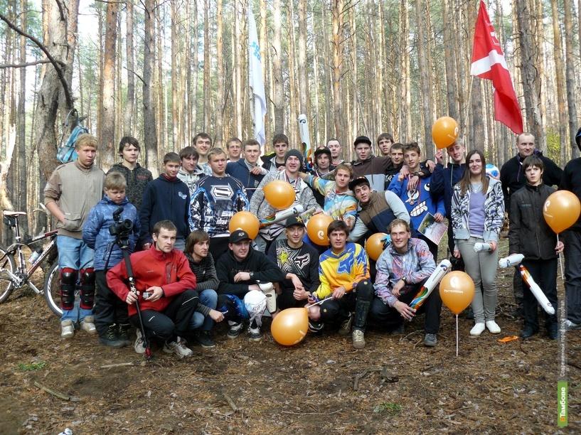Тамбовские даунхильщики поздравили Александра Осипова с днем рождения