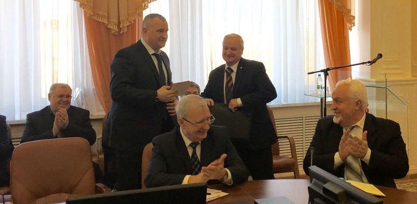 Губернатору Александру Никитину вручили орден ДОСААФ России «За заслуги» I степени