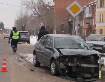 В Котовске не поделили дорогу ВАЗ и Renault