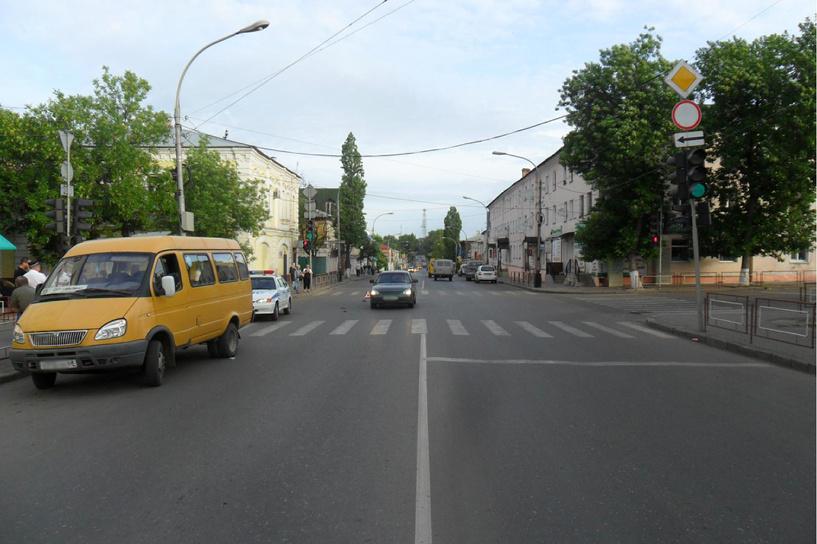 В Мичуринске 24-летняя девушка угодила под колёса микроавтобуса