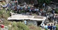 В Индии автобус с туристами упал в реку, погибли 13 россиян