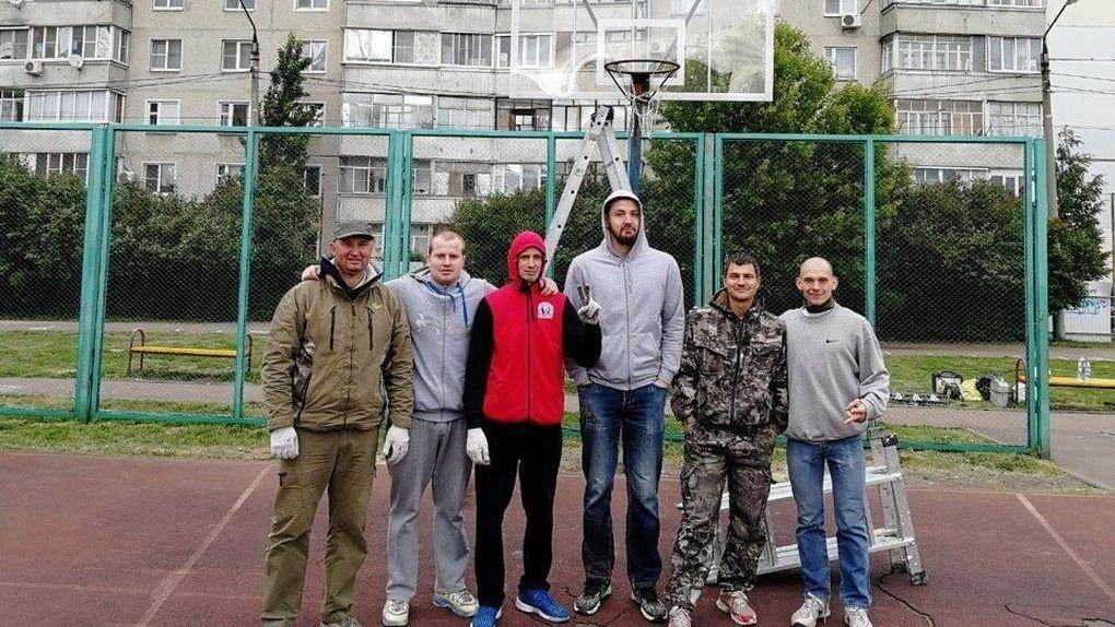 Игроки БК «Тамбов» отремонтировали уличную площадку школы №36. И это не все