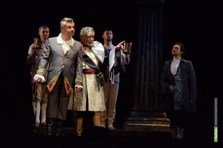 Драматический театр закроет двери для зрителей