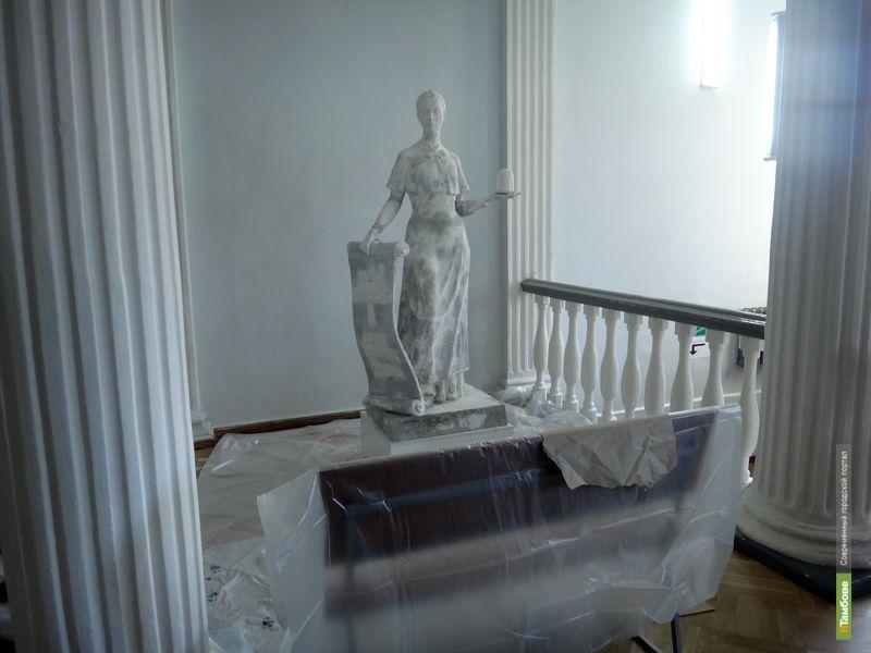 «Благородная девица» прописалась в державинском университете