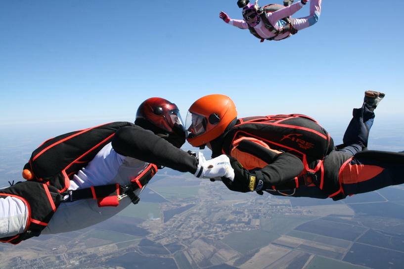 Тамбовские парашютисты открыли сезон на DZ «Липецк»