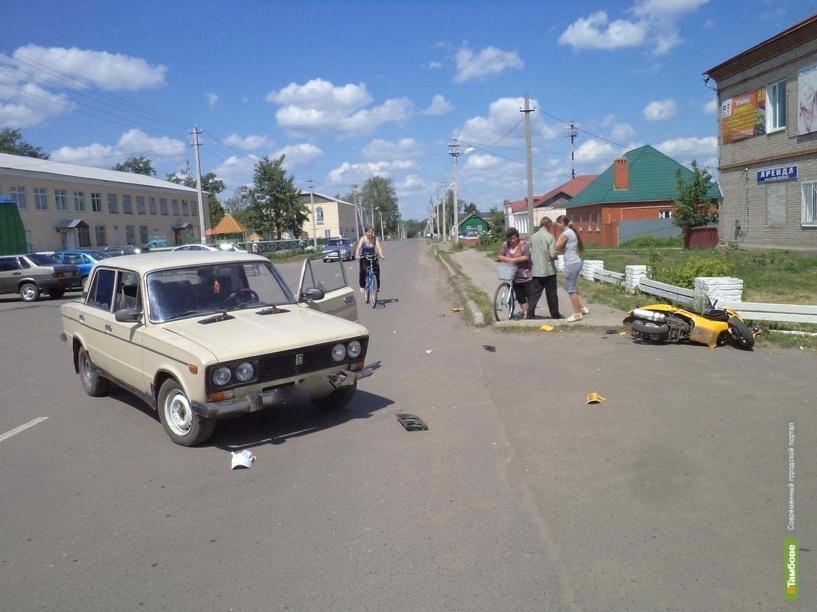 На Тамбовщине столкнулись скутер и ВАЗ 2106