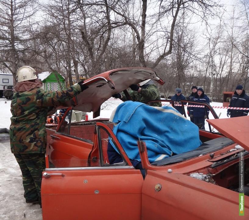 Тамбовские спасатели ликвидировали последствия ДТП