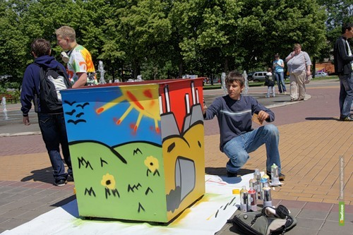 Разрисованные тамбовскими граффитчиками мусорки подарят детям