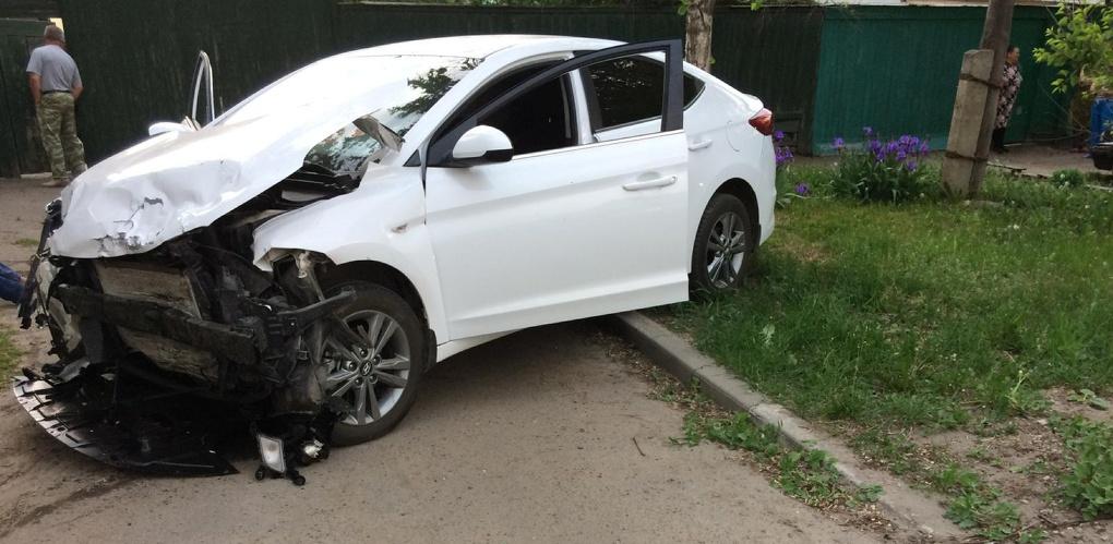 Пьяная девушка за рулём Ford Focus врезалась в Hyundai Elantra