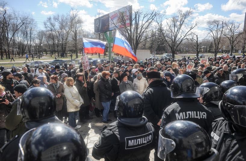 Луганск проведет референдум о статусе автономии