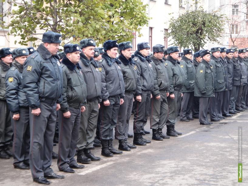 Тамбовские полицейские вышли на праздничный парад