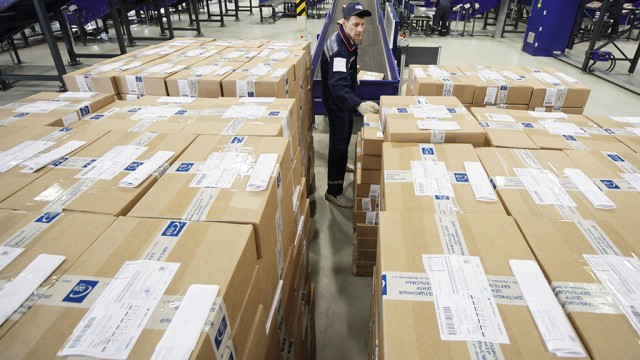 Минфин хочет собрать 60 млрд рублей пошлин с импортных посылок россиян
