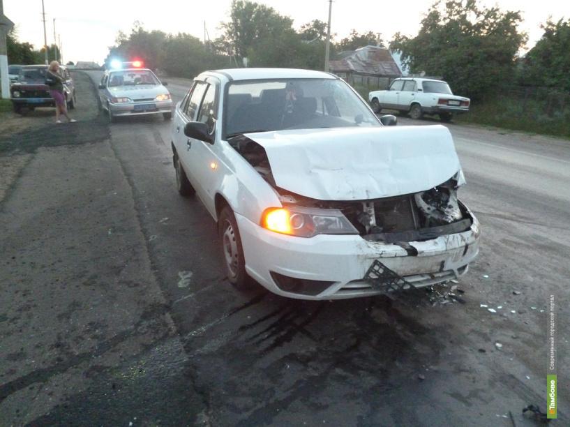 Под Тамбовом иномарка протаранила сразу два автомобиля