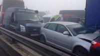 В Англии из-за тумана столкнулись больше сотни машин