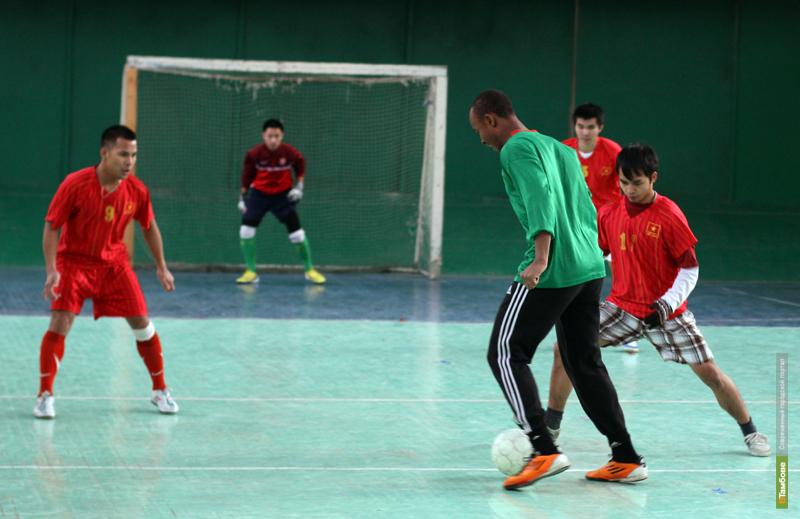 Команда тамбовской миграционной службы участвует в чемпионате по мини-футболу