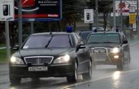 Водителям хотят разрешить не уступать дорогу чиновникам с мигалками