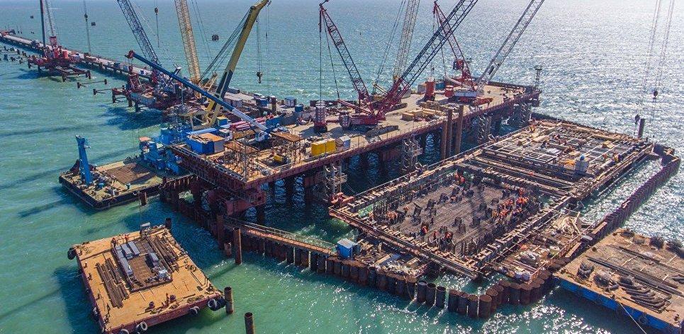 Строители возвели более половины опор Керченского моста в Крыму