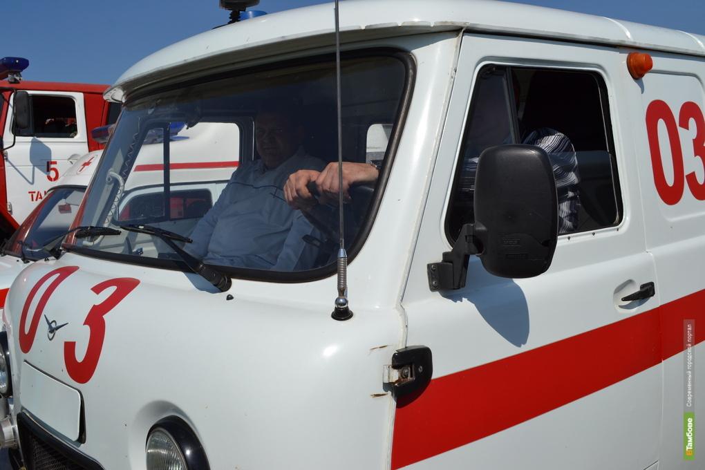 """Тамбовчанин на """"Десятке"""" протаранил две стоящие машины"""