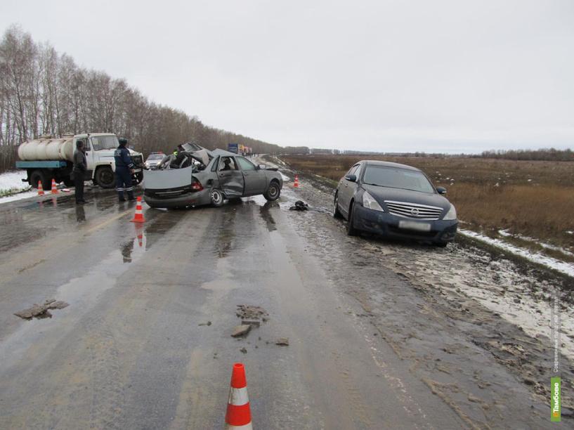 На тамбовской трассе столкнулись три автомобиля