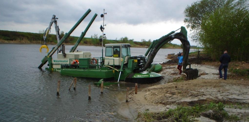 В Мичуринском и Староюрьевском районах ведут расчистку рек