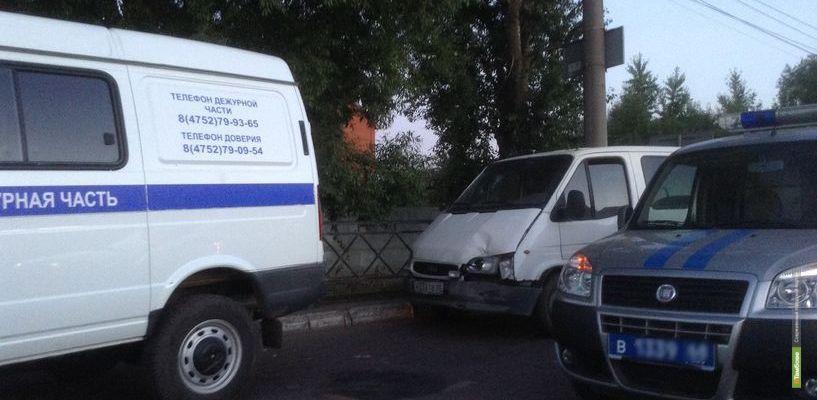 Недалеко от Лермонтовского моста произошло ДТП с участием служебных машин