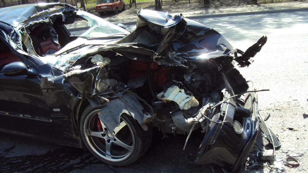 В Тамбове иномарка влетела в припаркованный ЗИЛ: водитель грузовика устранял неисправность