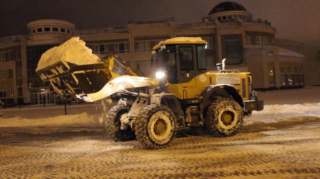 И ночью, и днём: борьбу со снегом в Тамбове ведут дорожные службы