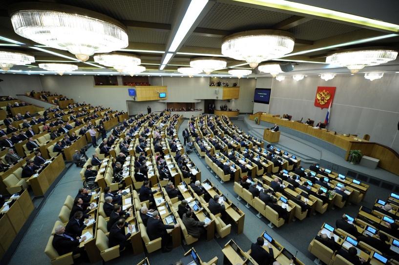 Единоросс предложил запретить депутатам иметь родственников за рубежом