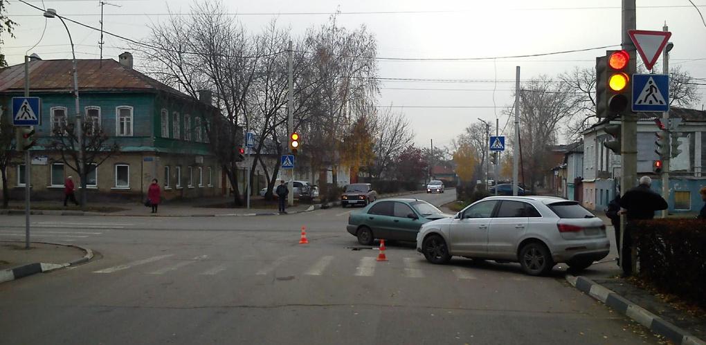 Женщина за рулём Audi не пропустила ЗАЗ на улице Кронштадтской