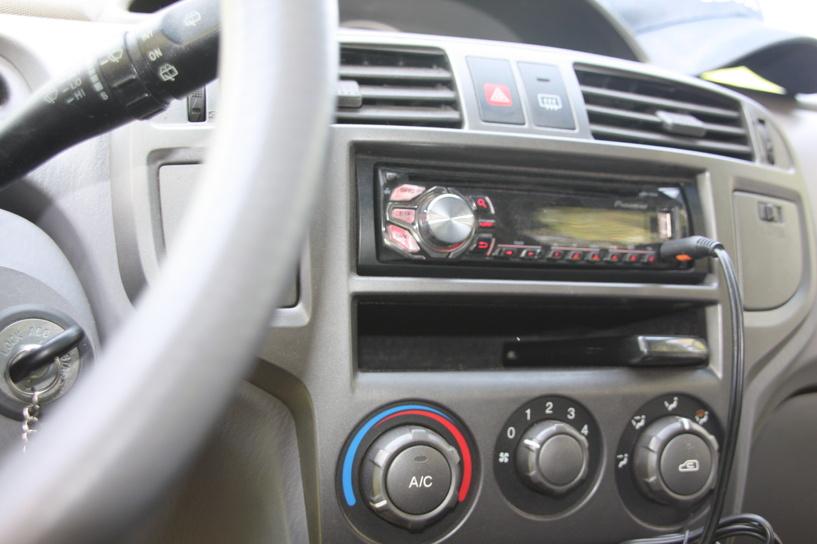 Житель Петровского района обокрал автомобиль пенсионера