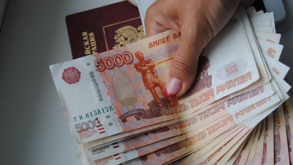 Тамбовчанам до зарплаты не хватает 8 тысяч рублей