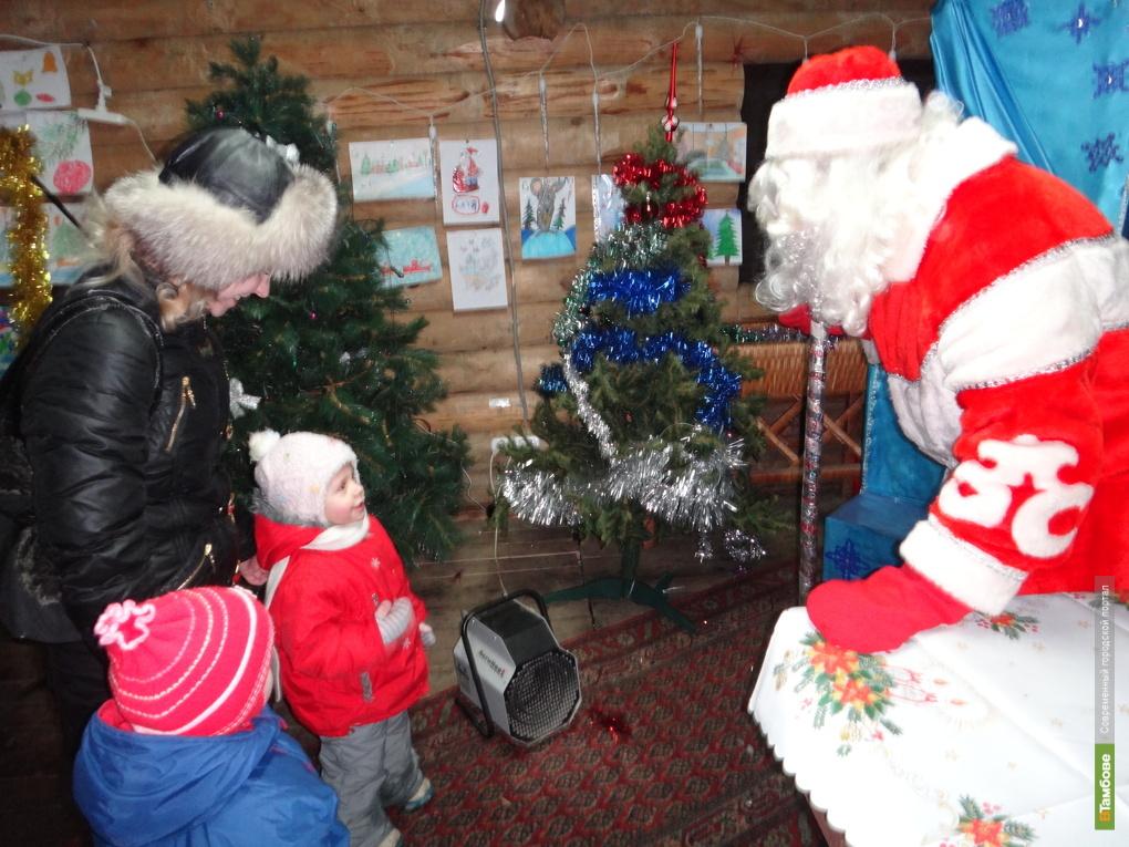 Дед Мороз и Снегурочка приедут к малышам во дворы тамбовских многоэтажек