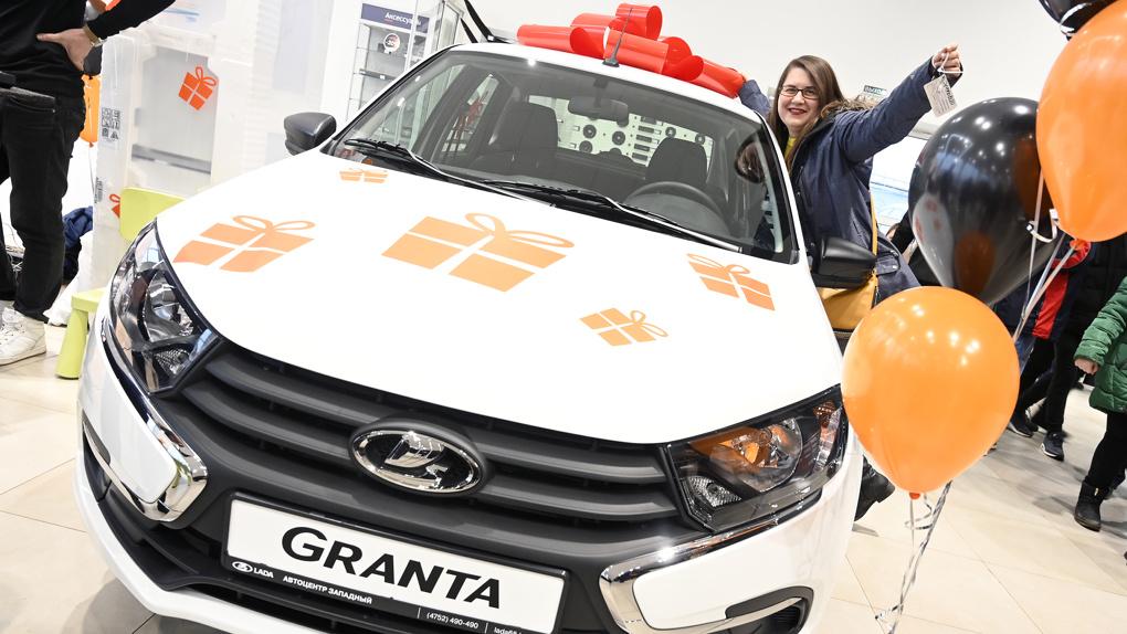 Автосалон LADA на Урожайной подарил автомобиль!