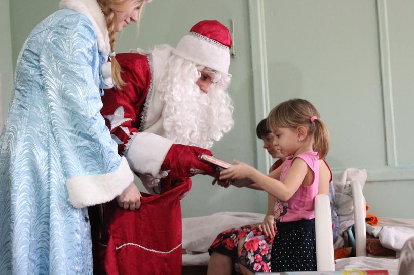 Тамбовскую областную детскую больницу посетил Дед Мороз
