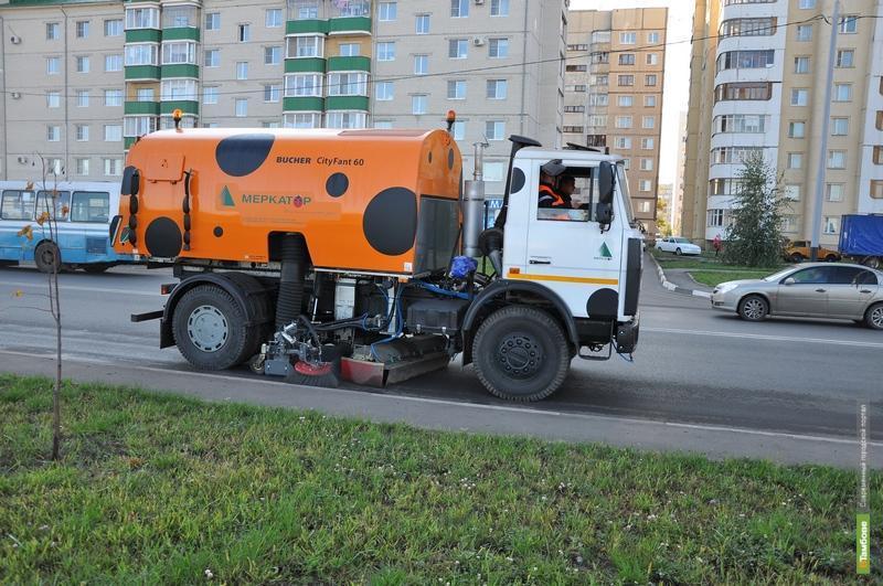 """Сити-менеджер Тамбова сел за руль """"дорожного """"пылесоса"""""""
