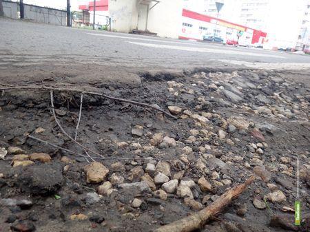Жители Сенько требуют от властей обещанный ремонт дороги