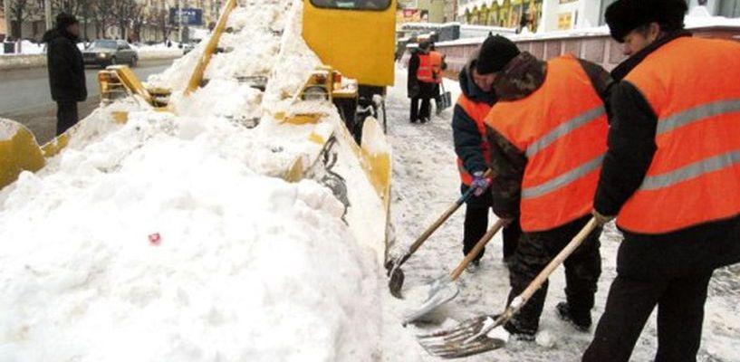Только за три дня с городских улиц вывезли 7 275 кубометров снега и льда
