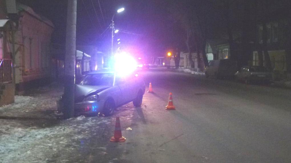 Молодой водитель в Мичуринске не справился с управлением и врезался в столб