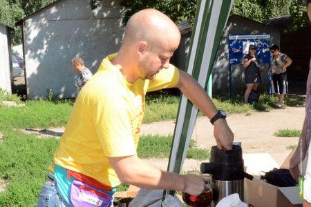 Блогер напоил тамбовчан чаем:фоторепортаж