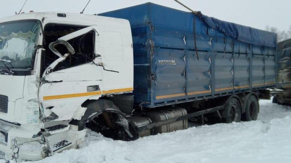 В Мордовском районе столкнулись два КамАЗа