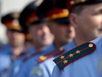 Российским полицейским разрешили не отдавать честь