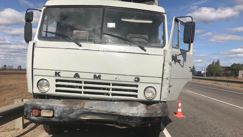 На трассе столкнулись грузовик и кроссовер