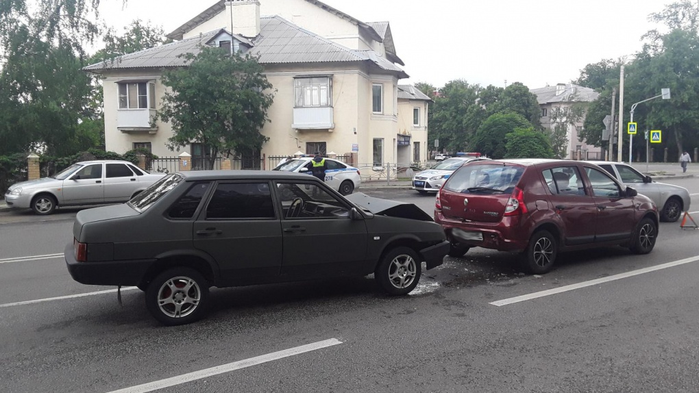 В Тамбове столкнулись два авто
