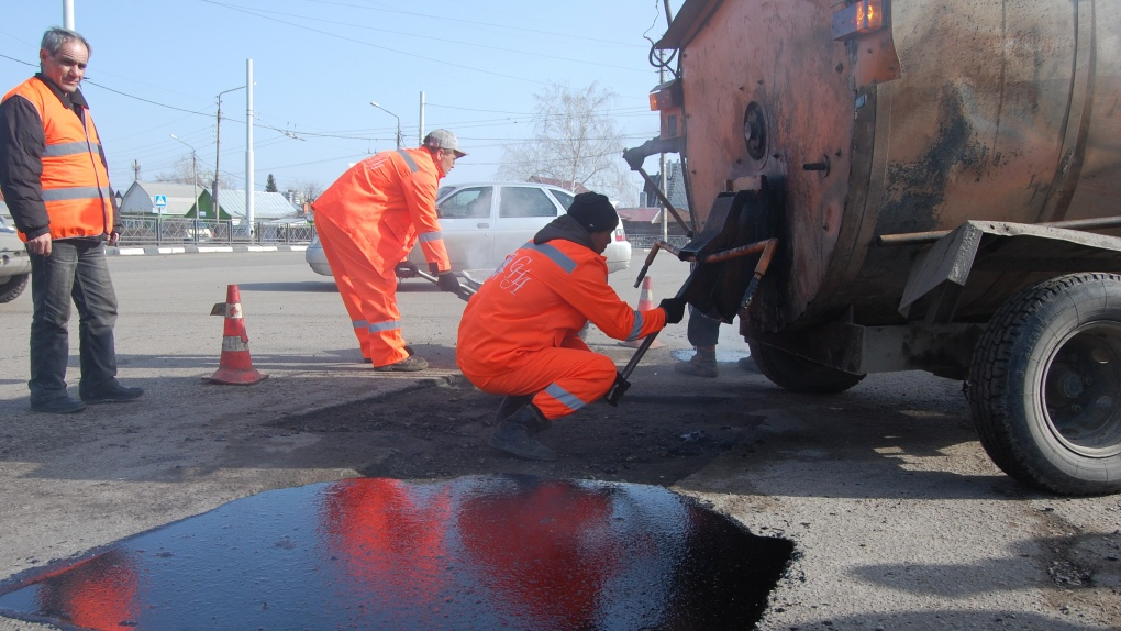 Образовавшиеся зимой дорожные дефекты начали устранять в Тамбовской области