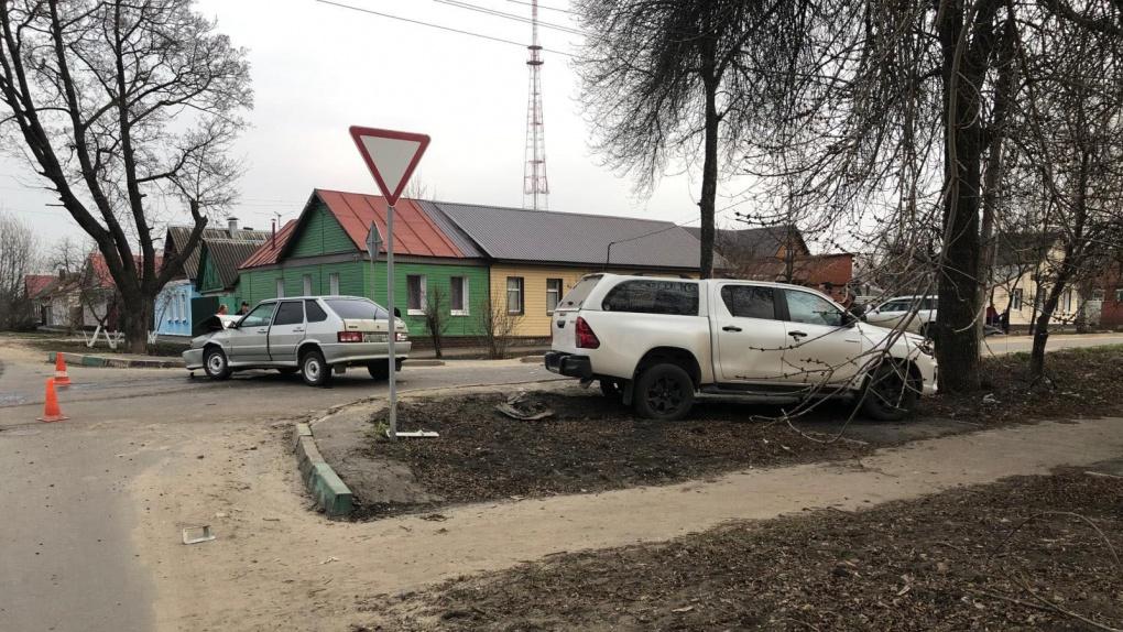 В Тамбове два авто не поделили перекресток
