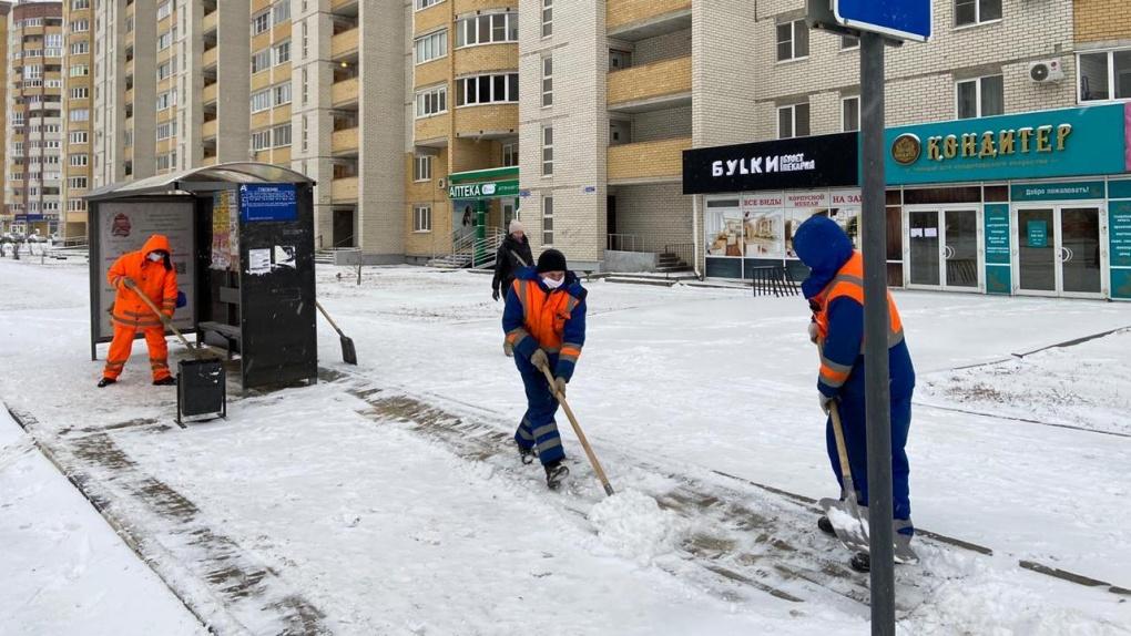 В Тамбове дорожные службы устраняют последствия снегопада