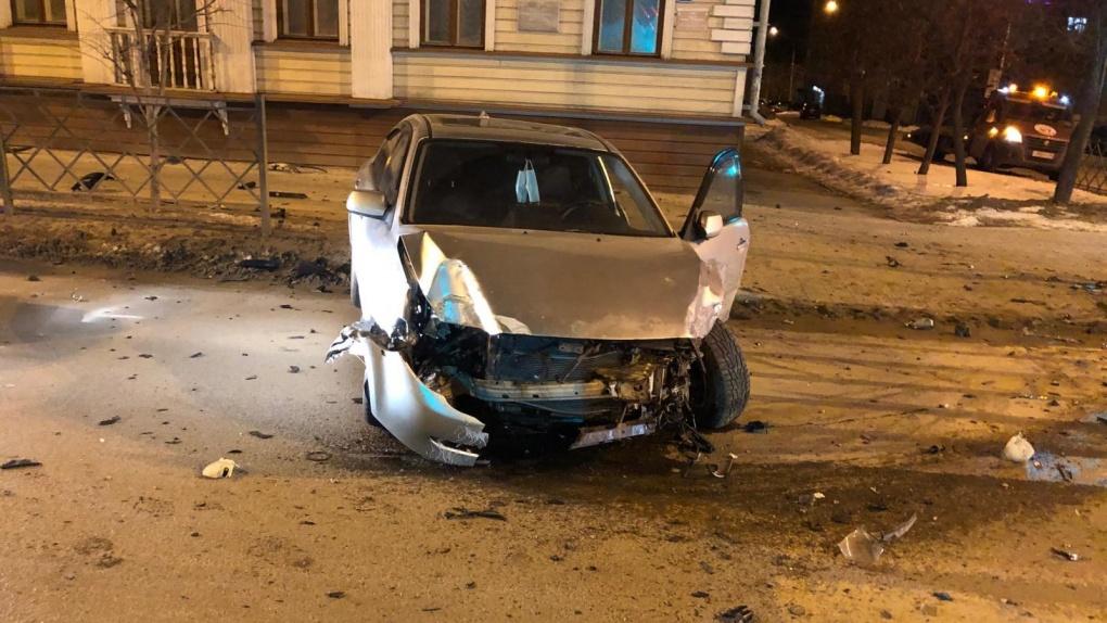 В центре Тамбова столкнулись два авто