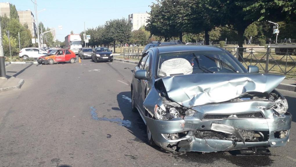 На севере Тамбова столкнулись две иномарки: пострадали 3 человека