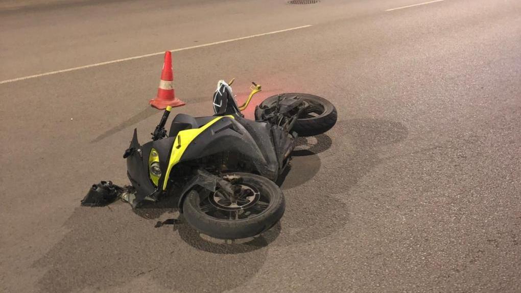 В Тамбове мотоциклист без прав попал в ДТП