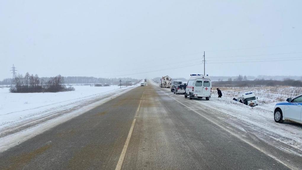 В Кирсановском районе автомобиль скорой помощи улетел с трассы в кювет и перевернулся